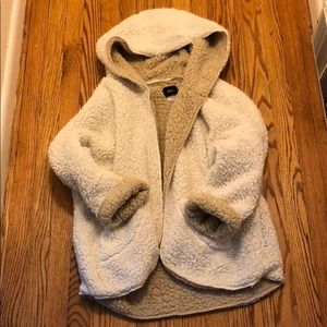 URBAN OUTFITTERS fuzzy coat M/L